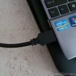 【HDMI変換アダプタ 横L型】こっちのコードも邪魔なんですけど~。曲げる!