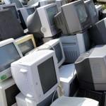 ノートパソコンを捨てたいけど有料?いいえ、無料回収で処分してみた!